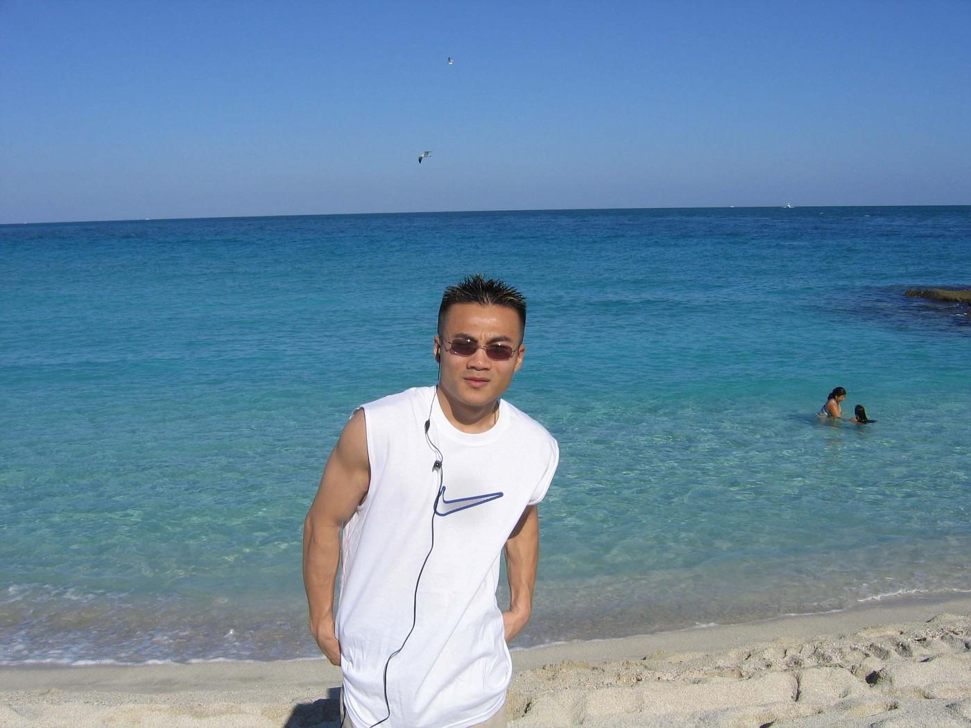 2/2005......MIAMI BEACH, FL